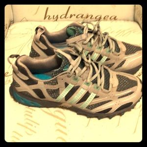 Adidas Athletic Shoe Size 8.5 Medium